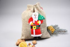 Jutesäckchen garniert mit Zugband Nikolaus Weihnachtsmann