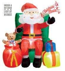 Riesiger aufblasbarer Weihnachtsmann auf Sessel, Dekoration mit Licht Sound Bewegung